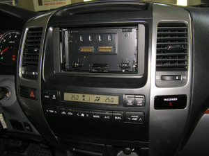 Панель снята. Переходная рамка Toyota Prado ORG.