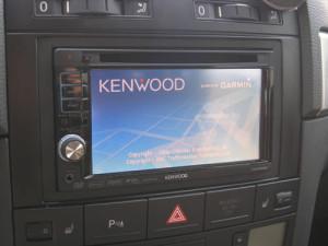 Инсталяция AV центра 2DIN KENWOOD DNX-5220BT с навигацией в автомобиль VW Touareg с сохранением рулегого управления,активацией Bluetooth устройства и установкой камеры заднего вида KENWOOD CCD-2000.